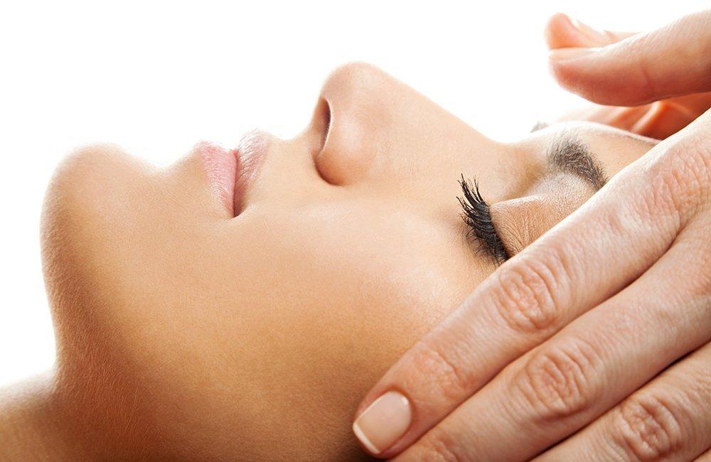 Cuida tu piel sensible y reactiva con nuestros tratamientos específicos en Sevilla en el Centro Médico Estético Carmen Sarmiento.
